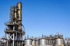 Olieraffinaderij in Rusland materiaal en complexen voor koolwaterstofverwerking Sectie technologische kolommen voor de vervaardig royalty-vrije stock afbeelding