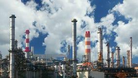 Olieraffinaderij - tijdtijdspanne stock footage