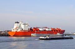 Olietanker in de haven royalty-vrije stock fotografie