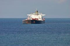 Olietanker in open wateren Stock Foto