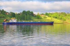 Olietanker SUDAK (volga-TREK 5004 aan) op de Volga Rivier Rusland Stock Afbeelding
