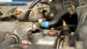 Olieverversing in auto stock videobeelden