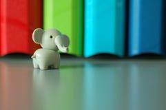 Olifant met kleurrijke achtergrond Stock Afbeelding