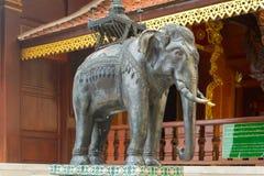 Olifantsbeeldhouwwerk in Doi Suthep Temple Stock Foto