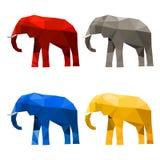 Olifantsreeks in denkbeeldige die kleuren wordt op wit worden geïsoleerd geschilderd dat royalty-vrije illustratie