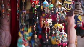 Olifantsspeelgoed in de winkel stock videobeelden