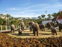 Olifantsstandbeeld op Rotonde in Fuengirola op Costa del Sol in Spanje royalty-vrije stock afbeelding
