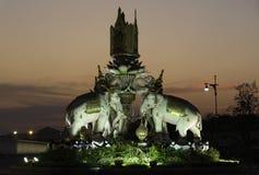 Olifantsstandbeeld voor groot paleis Stock Foto's