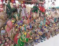 Olifantsstandbeelden voor verkoop op Woensdagvlooienmarkt in Anjuna, Goa, India stock afbeeldingen