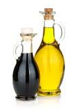 Olijfolie en azijnflessen Stock Fotografie