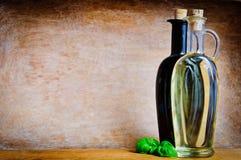 Olijfolie en balsemieke azijn Stock Afbeeldingen