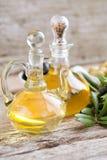 Olijfolie en olijven royalty-vrije stock foto's