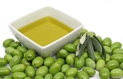 Olijfolie en olijven Stock Afbeeldingen