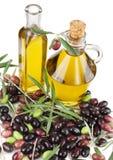 Olijfolie en verse olijven Stock Foto