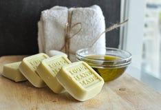 Olijfolie met de hand gemaakte zeep royalty-vrije stock foto