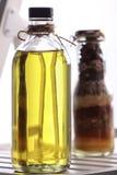 Olijfolie met kruiden Stock Foto's