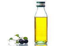 Olijfolie met olijven Royalty-vrije Stock Afbeeldingen