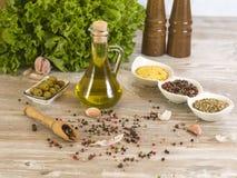 Olijfolie met olijven Royalty-vrije Stock Foto's
