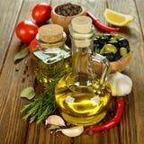 Olijfolie met rozemarijn Stock Foto's