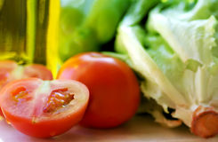 Olijfolie. tomaat en sla. royalty-vrije stock foto's