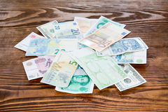 Olik bakgrund för pappers- pengar för värld Arkivfoton