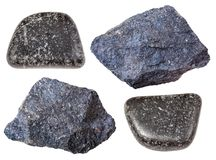 Olik Chromite stenar isolerad krommalm Royaltyfri Foto