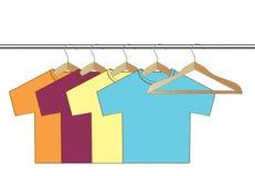 Olik färgrik t-shirt för vektor. Fotografering för Bildbyråer