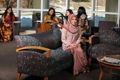 Olik grupp av etniska studenter arkivfoton