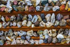 Olik isländska vaggar och mineraler arkivfoto