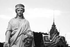 Olik kultur två: Europeisk skulptur med den thai paviljongen arkivbilder