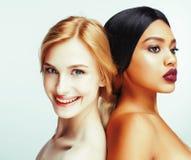 Olik nationkvinna: asiat afrikansk amerikan, caucasian toget royaltyfri bild