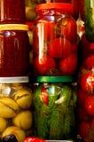 Olik på burk grönsaker och frukt Royaltyfri Foto
