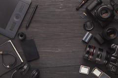 Olik personlig utrustning för fotograf arkivbild