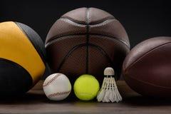 Olik sportbollar och fjäderboll Royaltyfria Foton