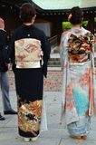 Olik traditionell klänning för kimono två arkivbilder