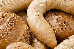 Olika bröd och Rolls från bageri Royaltyfri Fotografi