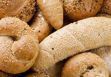 Olika bröd och Rolls från bageri Fotografering för Bildbyråer