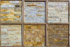 Olika dekorativa tegelplattor och naturliga stenprövkopior Royaltyfri Foto