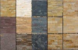 Olika dekorativa tegelplattor och naturliga stenprövkopior Arkivfoton