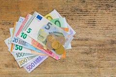Olika eurosedelpengar och mynt Uppsättning av europeisk currenc Royaltyfri Foto