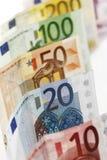 Olika eurosedlar i rad Fotografering för Bildbyråer