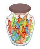 Olika färger av hårda godisar i den Glass kruset Royaltyfria Foton