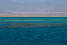 Olika färger av havet och öknen Arkivfoton
