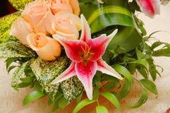 olika färgglada blommor Fotografering för Bildbyråer