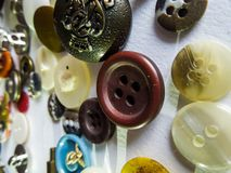 Olika färgrika formade knappar med vit bakgrund royaltyfri bild