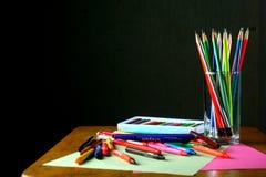 Olika färgrika konst- och handstilmaterial Royaltyfri Fotografi