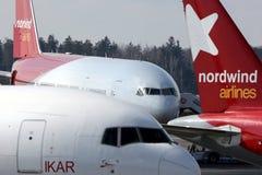 Olika flygplan för Nordwind flygbolag som står på på Sheremetyevo den internationella flygplatsen Royaltyfri Bild
