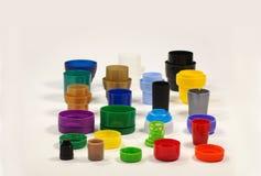 Olika formade och kulöra lock från flaskor, behållare, krämer och degar återanvändning fotografering för bildbyråer