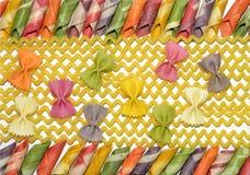 Olika former av färgrik pastaitalienare Arkivbild