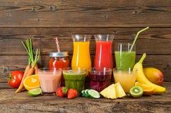 Olika frukt och grönsakfruktsafter Royaltyfri Foto